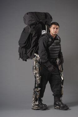 Gepantserde mens exoskeleton
