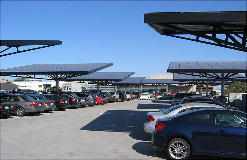 Zonnepanelen op parking Universiteit Californie Envision Solar
