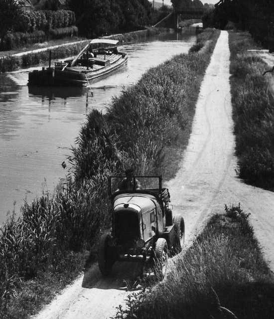 Cars pulls barge 2