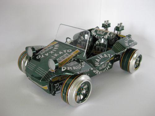 Auto uit bierblikjes