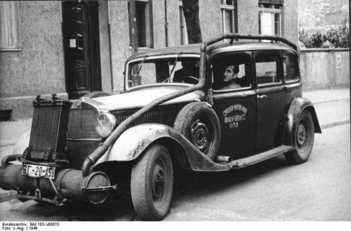 Houtgas auto berlijn 1946 vooraanzicht