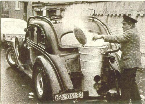 Voltanken van houtgasauto