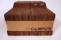 Een computer uit karton