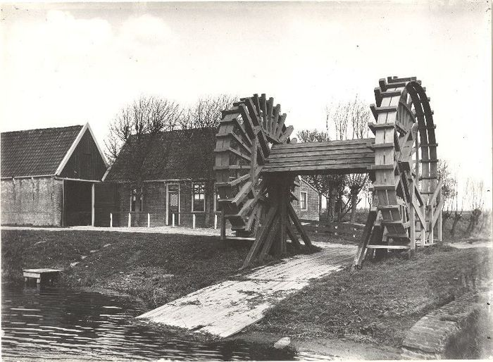 Treadwheel crane the netherlands 1