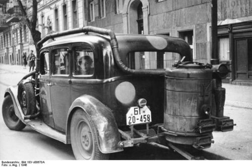 Woodgas automobile 1946 back