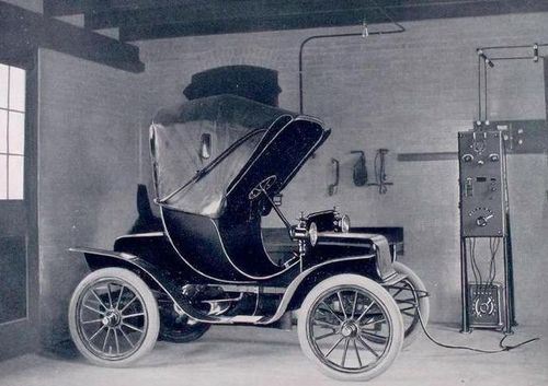 Charging early electric car 1909