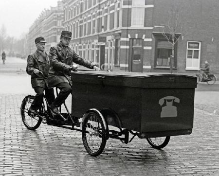 Tandem cargo bike