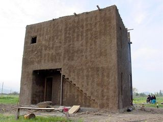 Building with mud bricks and steel frames 2
