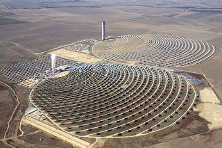 Thermische zonnecentrale in de woestijn