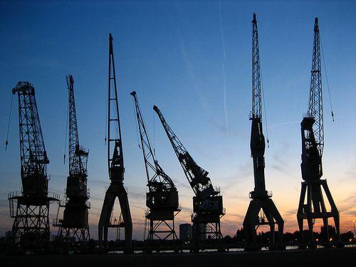 Hydraulic cranes in antwerp