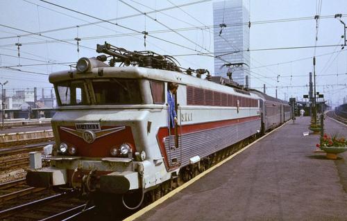 Train paris antwerp blue bird