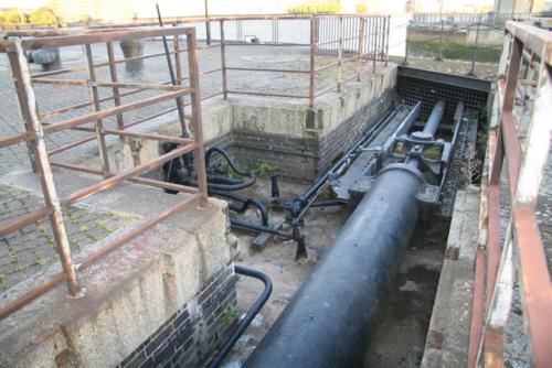 Hydraulic lock gate