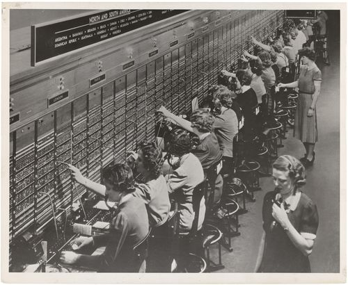 Photograph_of_Women_Working_at_a_Bell_System_Telephone_Switchboard_(3660047829)