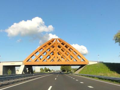 800px-Viaduct_A7_bij_Sneek