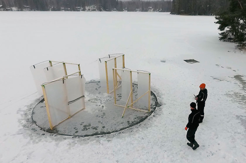 Windpowered ice carousel