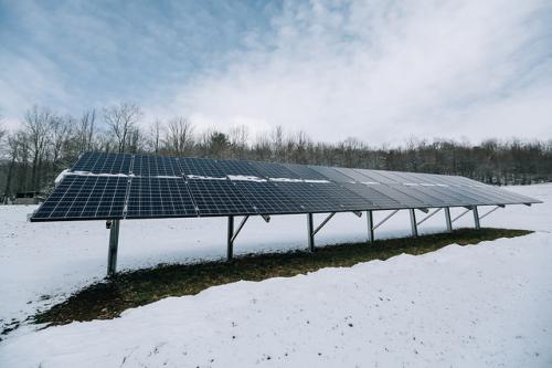 Solarpanel im Schnee