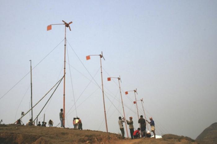Installation-wind-turbines-wood-blades-nepal-mishnaevsky-2011