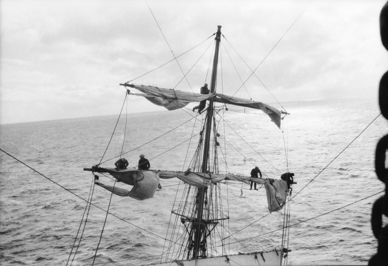 Grace_Harwar_-_the_mizzen_of_the_ship;_view_aft_from_the_main_crosstrees-min