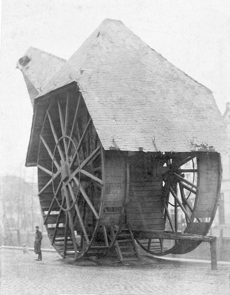 Oude_19e_eeuwse_foto_met_hijskraan_in_Mechelen_aan_de_Haverwerf