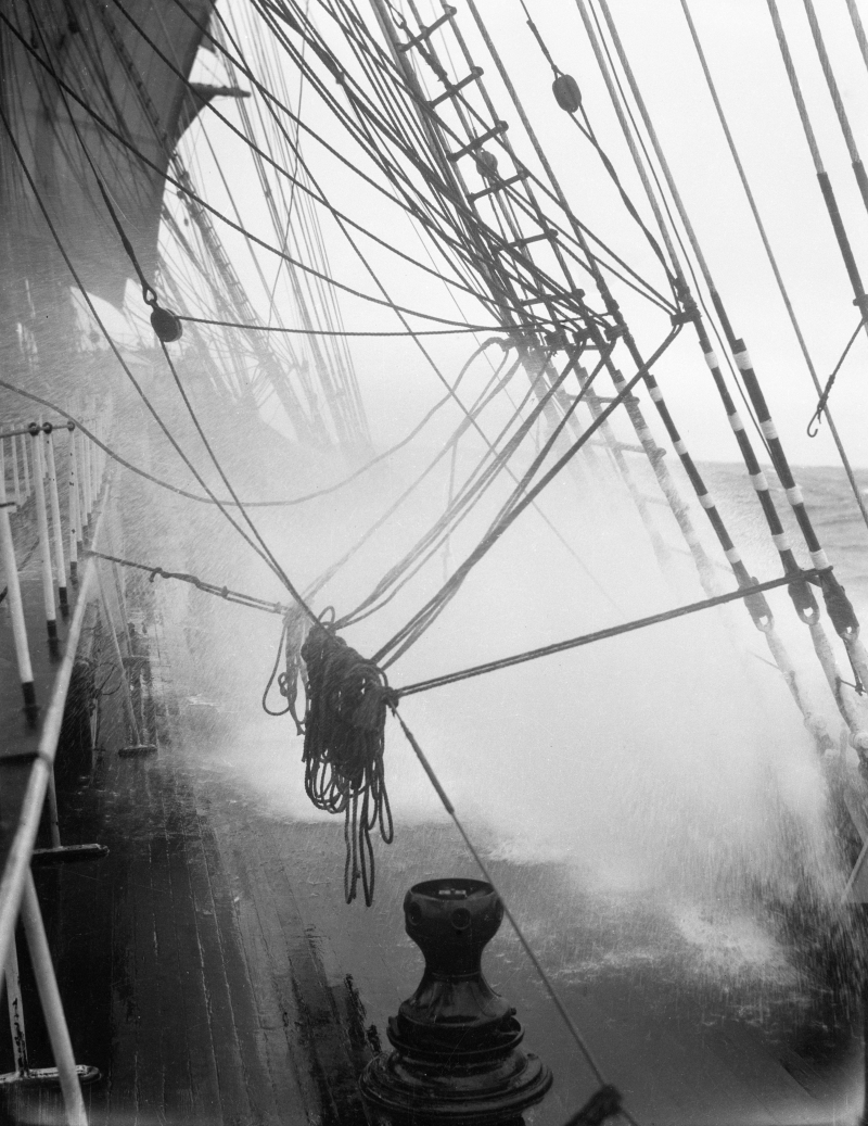 Parma_-_driving_sprays_over_the_main_deck-min